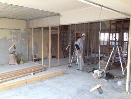 新松戸マンションリノベーション壁下地作業中です